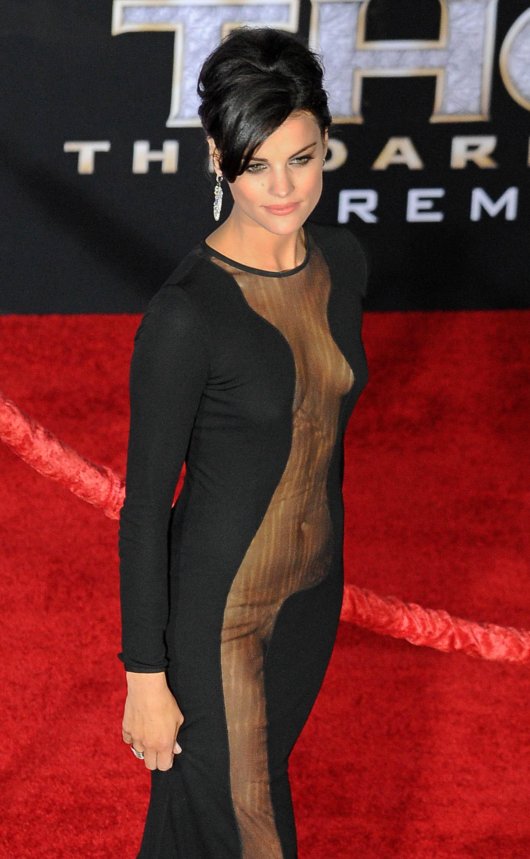 Фото актрис в прозрачных платьях 28 фотография