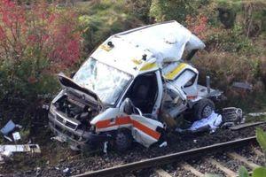 Δύο νεκροί από σύγκρουση ασθενοφόρου με τρένο