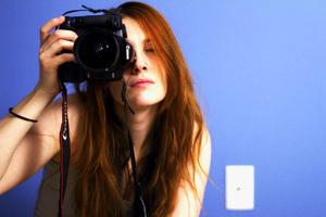 Το μπλε φόντο κάνει τα πορτρέτα πιο θελκτικά