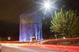 Στα μπλε «ντύθηκε» και ο Λευκός Πύργος