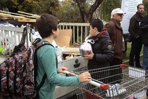 Μαθητές στη Βέροια συγκέντρωσαν τρόφιμα για απόρους