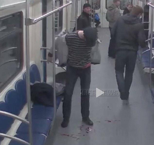 amyntika.gr : th1 Εν ψυχρώ πυροβολισμός μέσα στο μετρό