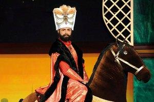 Ο «Αυτοκράτορας του γέλιου» επιστρέφει