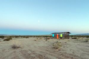 Το... see- through σπίτι στην έρημο