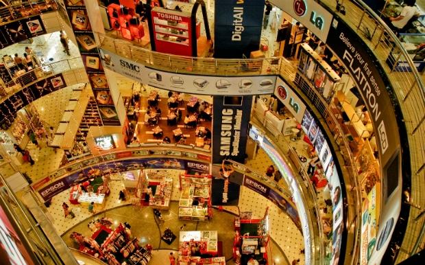 """Οι 12 καλύτερες πόλεις του κόσμου για shopping therapy με """"άρωμα"""" Χριστουγέννων"""