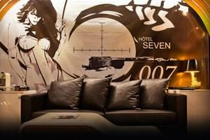 Ο James Bond μένει στο Παρίσι
