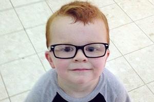 Ο τετράχρονος που δεν ήθελε να φορέσει γυαλιά