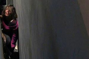 Η γυναίκα που παγιδεύτηκε σε κενό 45 εκατοστών