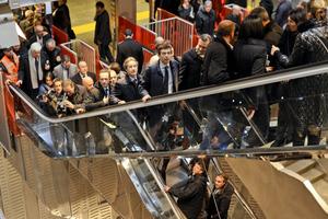 Στα εγκαίνια του Μετρό της Νάπολη χάλασαν οι κυλιόμενες σκάλες!