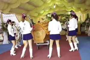 Κηδεία με συνοδεία… μπάντας