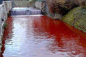 Το ποτάμι βάφτηκε κόκκινο