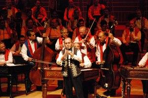Η μεγαλύτερη τσιγγάνικη ορχήστρα του κόσμου στο Badminton