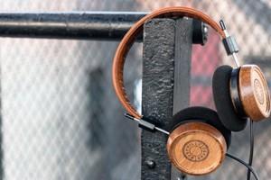 Τα ξύλινα ακουστικά με την υπογραφή του «Φρόντο»