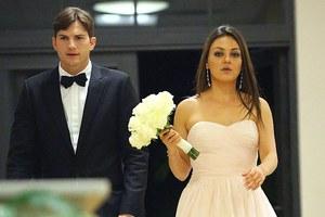 Mila Kunis και Ashton Kutcher σε πόζα που εξαπατά...