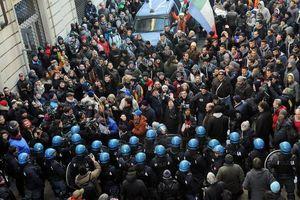 Συνεχίζεται η διαμαρτυρία των οδηγών φορτηγών στην Ιταλία