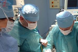 Σπάνια μεταμόσχευση όρχεως στη Σερβία μεταξύ διδύμων