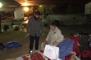 Η «Αποστολή» στο πλευρό των αστέγων της παγωμένης Αθήνας