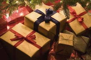 Τα πολλά δώρα «χαλάνε» τα παιδιά