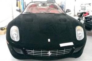 Μια βελούδινη... Ferrari