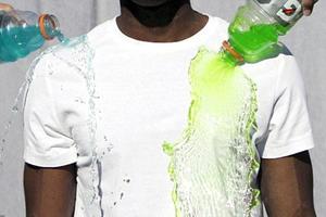 Φοιτητής εφηύρε το μπλουζάκι που δεν λεκιάζει!