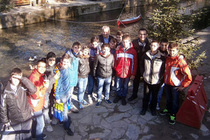 Γόνδολα στολίζει το ποτάμι των Τρικάλων