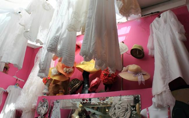 632ad1db2577 Το Λονδίνο είναι ο παράδεισος του vintage. Τα καταστήματα του East End  είναι γεμάτα από φοιτητές μόδας που διαλέγουν ρούχα παλιών δεκαετιών