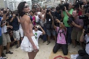 Τόπλες διαμαρτυρία στο Ρίο ντε Τζανέιρο