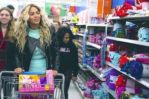 H Beyonce έγινε... Άγιος Βασίλης