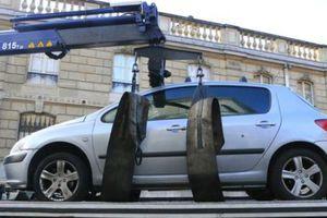 Επιτέθηκε με το αυτοκίνητό του στο γαλλικό προεδρικό μέγαρο