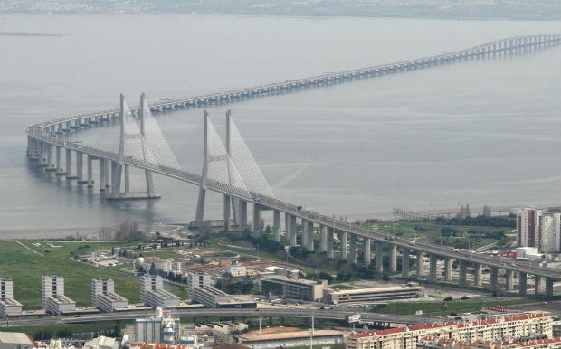 Η Πορτογαλία ανοίγει τη μεγαλύτερη κρεμαστή πεζογέφυρα στον κόσμο! Μόνο για τολμηρούς! (βίντεο)