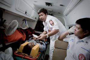 Σε χαράδρα λεωφορείο με 29 νεκρούς στην Ταϊλάνδη