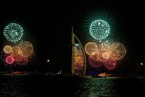 Με τη μεγαλύτερη επίδειξη πυροτεχνημάτων στον κόσμο η αλλαγή της χρονιάς στο Ντουμπάι