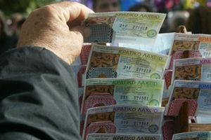 Είχε ξεχάσει στο συρτάρι το πρωτοχρονιάτικο λαχείο που κέρδιζε 8.000 ευρώ