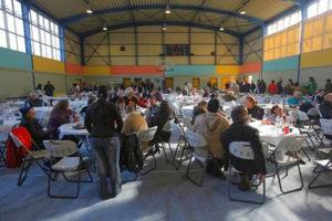Πασχαλινό τραπέζι για απόρους στο Ρουφ