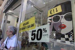 Κάθε ιταλική οικογένεια θα ξοδέψει 340 ευρώ για αγορές στις χειμερινές εκπτώσεις