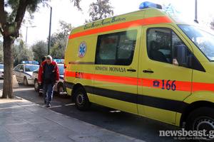 Ασθενοφόρο τράκαρε με περιπολικό έξω από το Ζάππειο