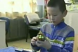 Ο 9χρονος που έλυσε τον κύβο του Ρούμπικ σε 12 δεύτερα