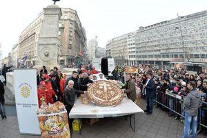 Κοπή βασιλόπιτας 50 κιλών με 3 χρυσά νομίσματα στο Βελιγράδι