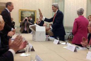 Ο Κέρι δώρισε... αμερικάνικες πατάτες στον Λαβρόφ!
