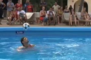 Πόσες κεφαλιές έκανε μέσα στο νερό;