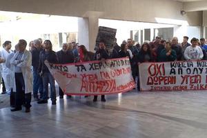 Γεωργιάδης: Το «αγανακτισμένο πλήθος» με πανό της ΑΝΤΑΡΣΥΑ