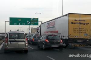 Ουρές χιλιομέτρων στην εθνική οδό Αθηνών-Λαμίας