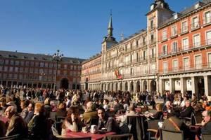Έσπασε τα κοντέρ η Ισπανία στην υποδοχή τουριστών