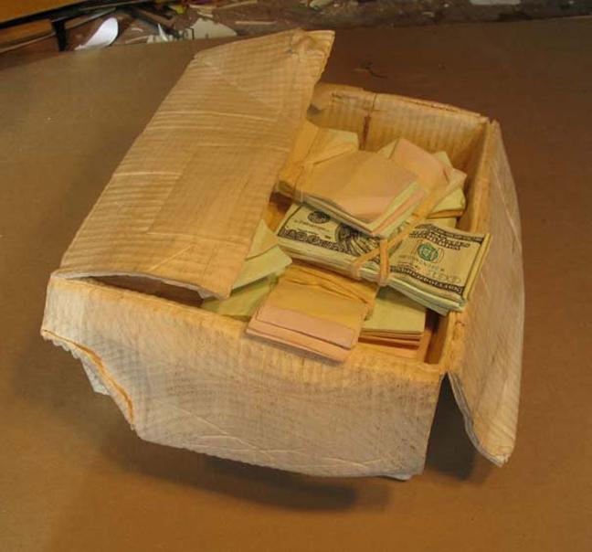 f621cd7fbedc Δείτε παρακάτω πώς μετέτρεψε τρία ακατέργαστα κομμάτια ξύλου σε ένα κουτί  με χρήματα.