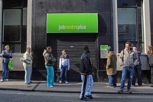 Η Βρετανία κόβει τα επιδόματα σε άνεργους μετανάστες από την Ε.Ε.