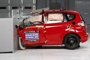 Μόνο ένα από 11 μικρά οχήματα πέρασε το crash test του IIHS