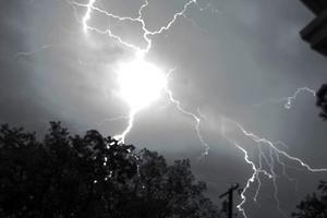 Δεκαπενταύγουστος: Φωτιά από κεραυνό σε ελατόδασος στα Αργύρια Σπερχειάδας