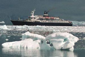 Πλοίο-φάντασμα απειλεί τη Βρετανία
