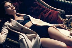 Η σέξι φωτογράφιση της Victoria Beckham με εσώρουχα