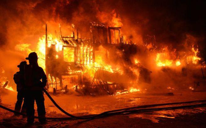 Έβαλαν φωτιά σε γκαλερί στην Κωνσταντινούπολη